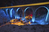 Christmas-market-in-the-Ravenna-Gorge-viaduct-with-train