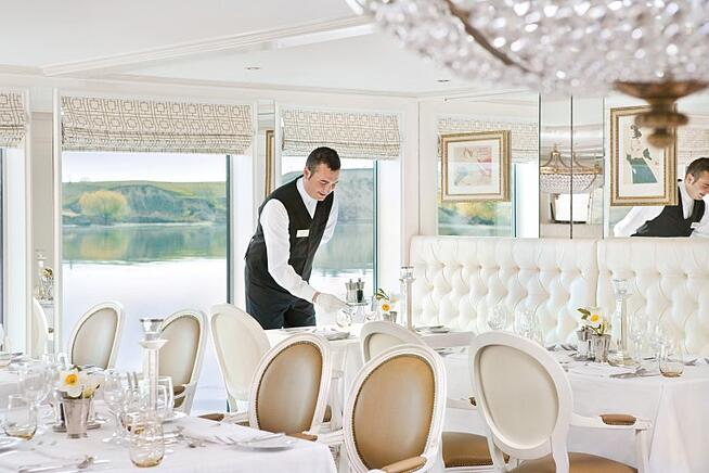 pr_uw_rc_restaurant_service_1109-Custom-768x512