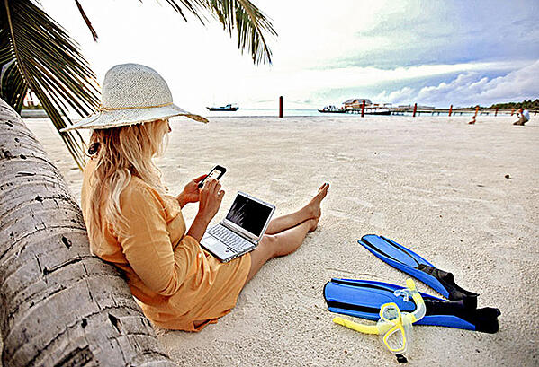 bleisure female beach