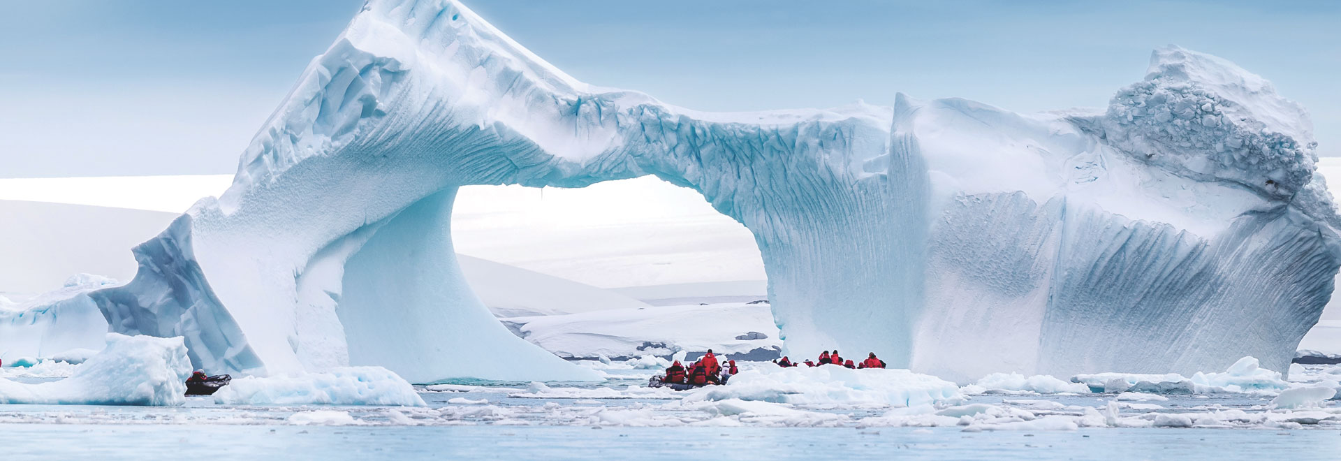 Antarctica-ClassicAntarctica-Zodiac-Iceberg-MH